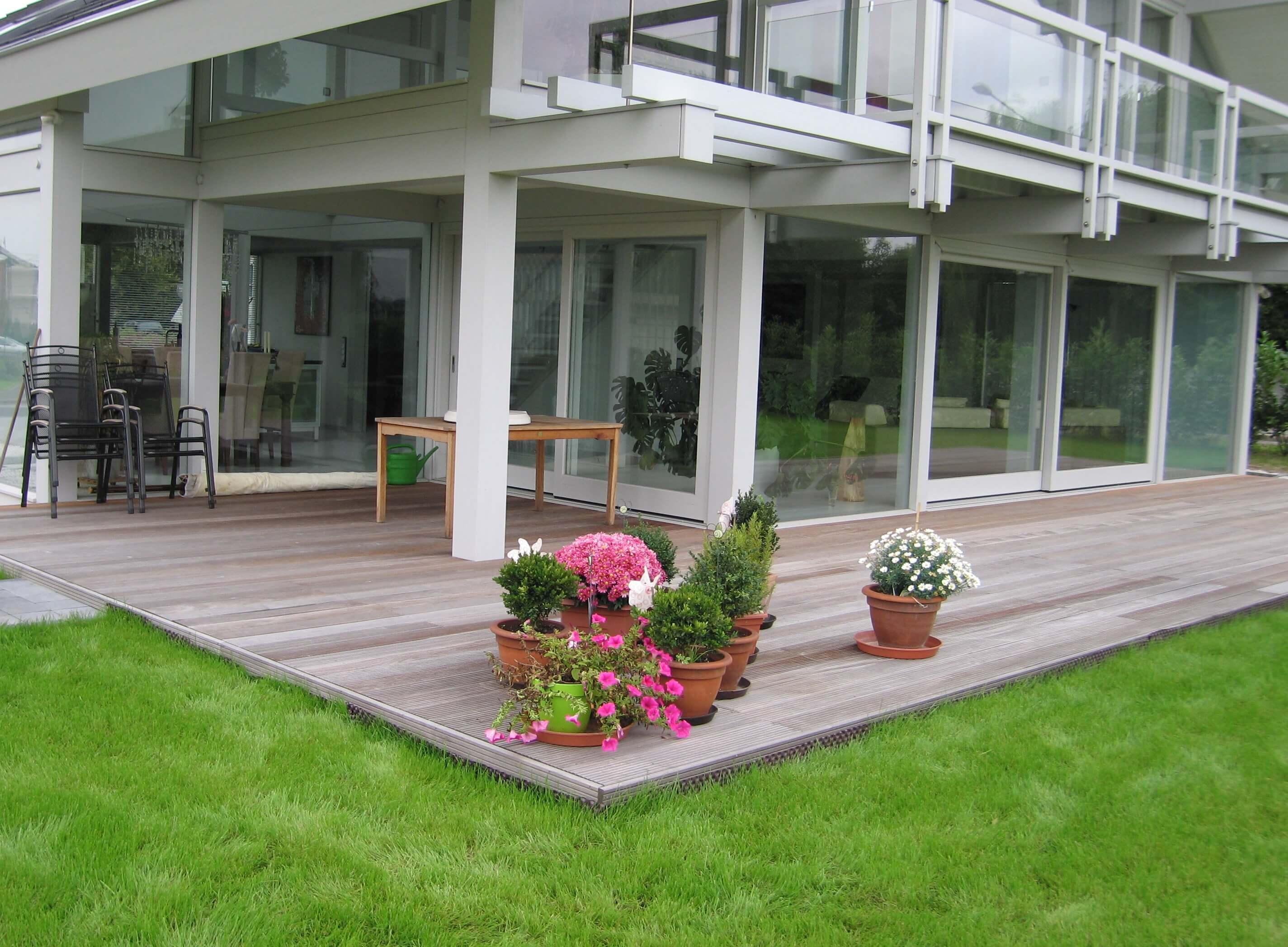 Holzterrasse - Sensen Gartengestaltung - Herzogenrath